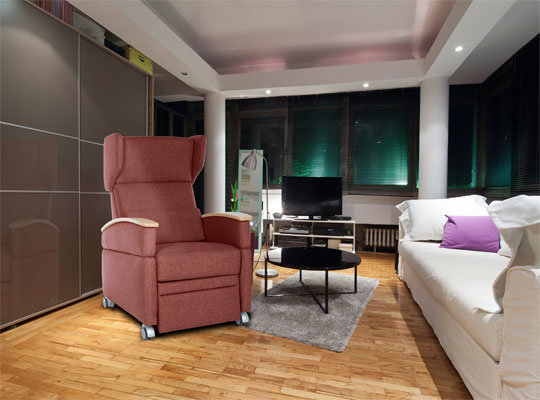 VIANDO+ ein moderner Sessel, zeitlos und elegant. Ein Pflegesessel, der nicht nach Pflege aussieht