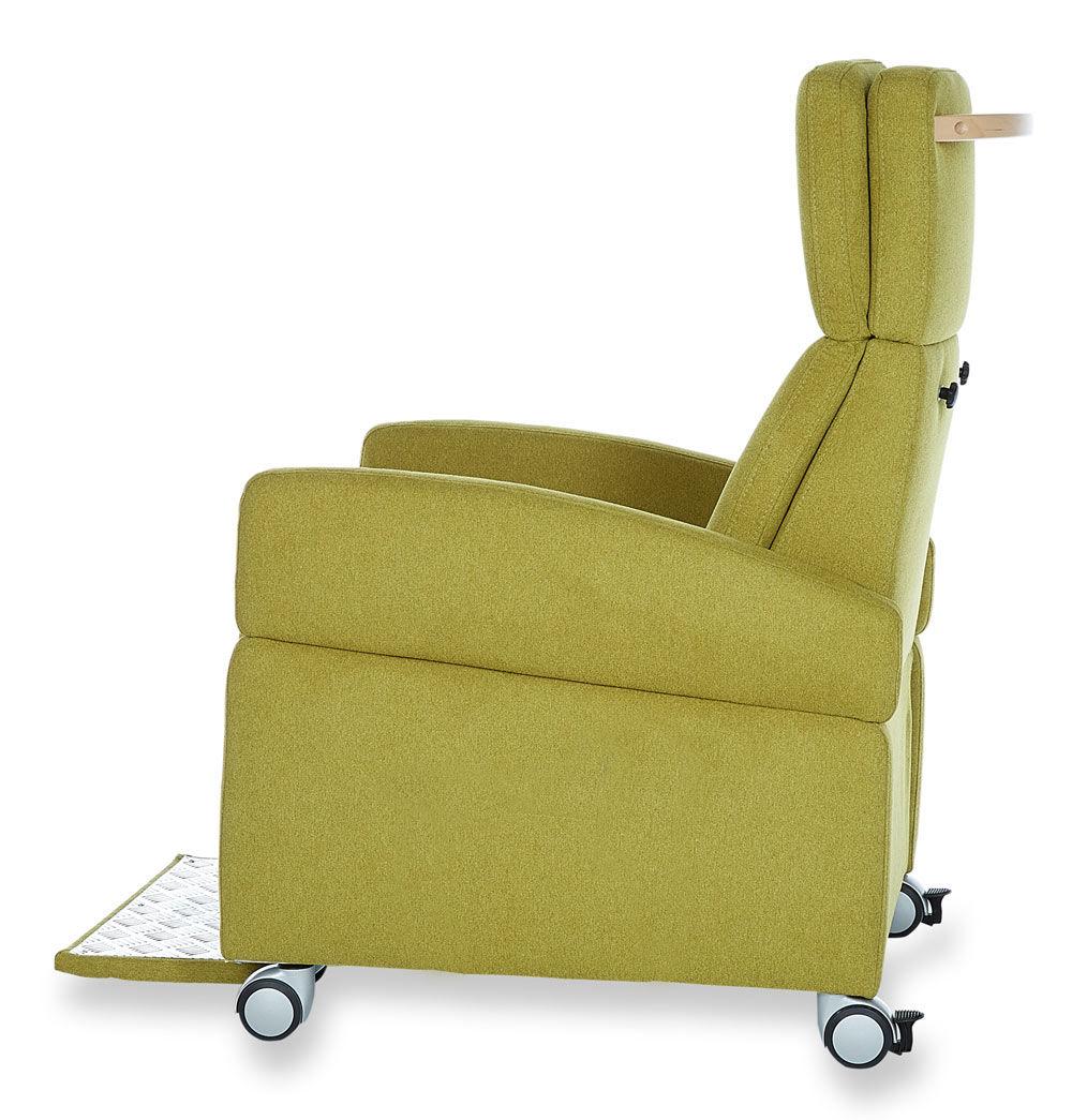 pflegesessel mit rollen beide armlehnen montiert. Black Bedroom Furniture Sets. Home Design Ideas