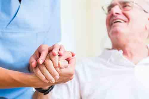 VIANDO+ Pflegesessel als Hilfsmittel bei Schlaganfall