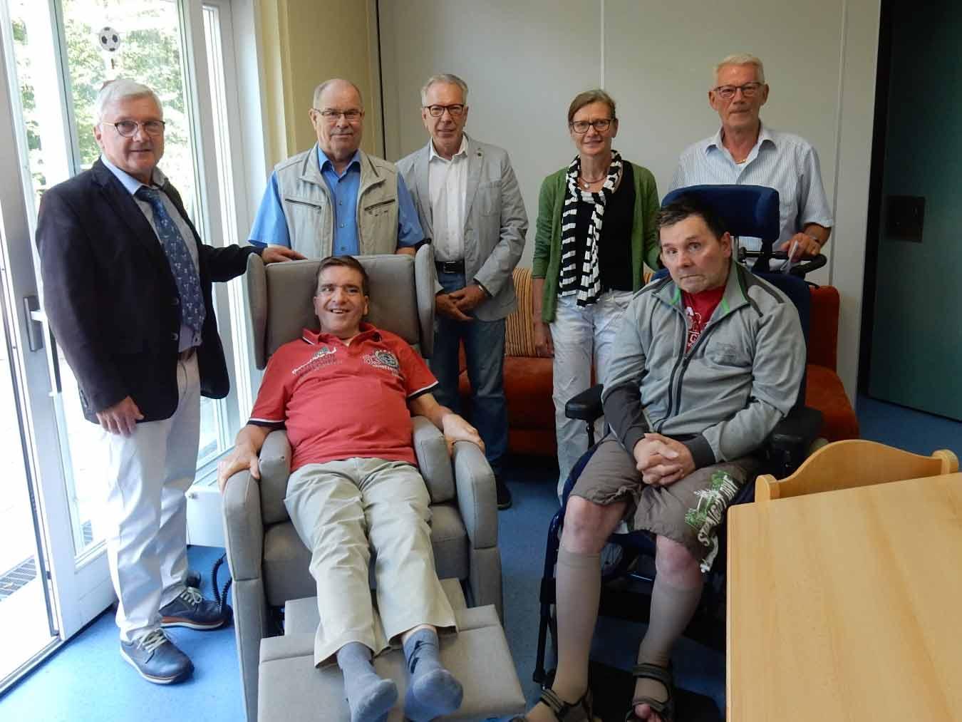 Lebenshilfe-Stiftung übergibt VIANDO Pflegesessel an Heilpädagogische Tagesgruppe