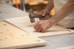 Pflegesessel-Produktion: Qualität / Handarbeit bei der Herstellung der Sessel