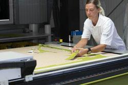 Produktion Pflegesessel - automatisierter Laserzuschnitt, Qualitäts-Sicherung