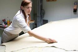 Pflegesessel Made in Germany, Eingangskontrolle, Qualitäts-Sicherung Leder Zuschnitt