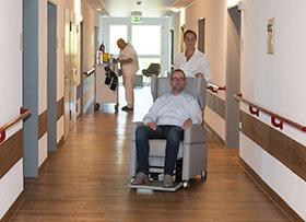 VIANDOpflege: Der Pflegesessel als mobile Hilfe bei Krankheiten, auch im Krankenhaus