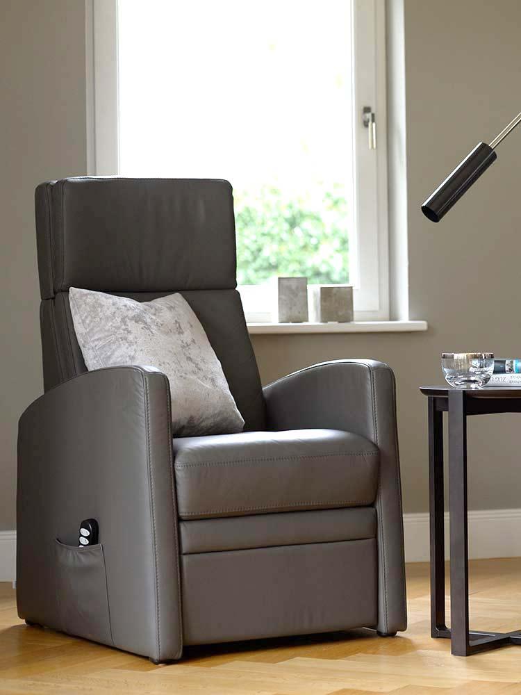 Aufstehsessel, der Sessel mit Aufstehhilfe als Schlafsessel.