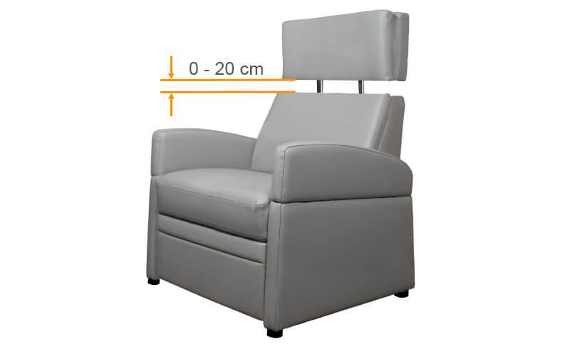 Rehasessel mit verstellbarem Kopfteil als Pflegesessel / Sessel für Behinderte.