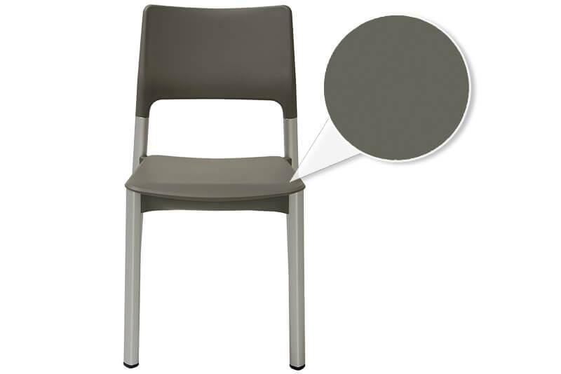 Stuhl ohne Armlehnen und Polster